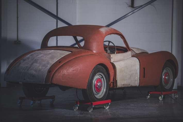 Chiếc Jaguar XK120 1954 từng dành 50 năm trong trang trại