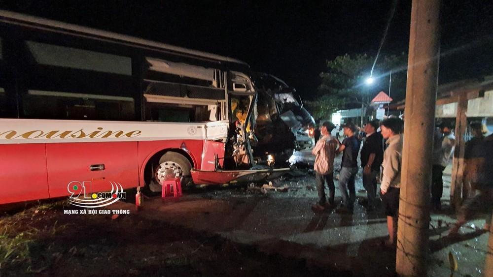 Hiện trường vụ tai nạn giữa xe container và ô tô khách