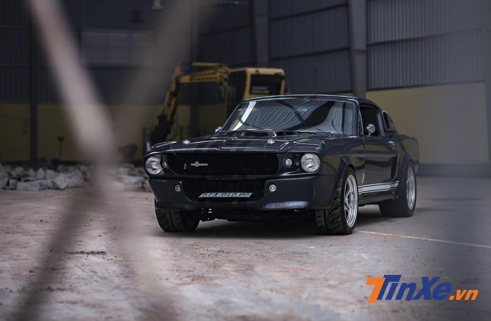 Đối với những người yêu xe thì chiếc Ford Mustang Shelby GT500 Eleanor này là một tác phẩm đáng tự hào của thợ độ Việt Nam.