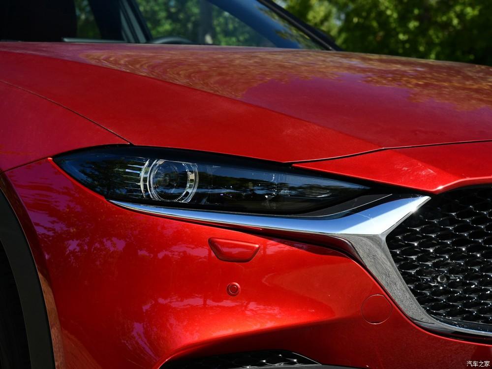 Cận cảnh cụm đèn pha của Mazda CX-4 2020