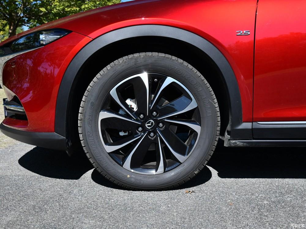 Bộ vành phối 2 màu mới của Mazda CX-4 2020