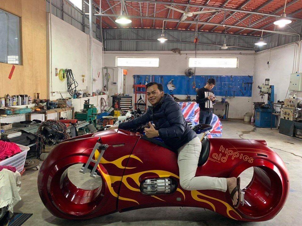 Trước khi khoe siêu mô tô Tron Light Cycle và sau khi Phúc XO bị bắt, chiếc xe này vẫn chưa có mặt tại Việt Nam