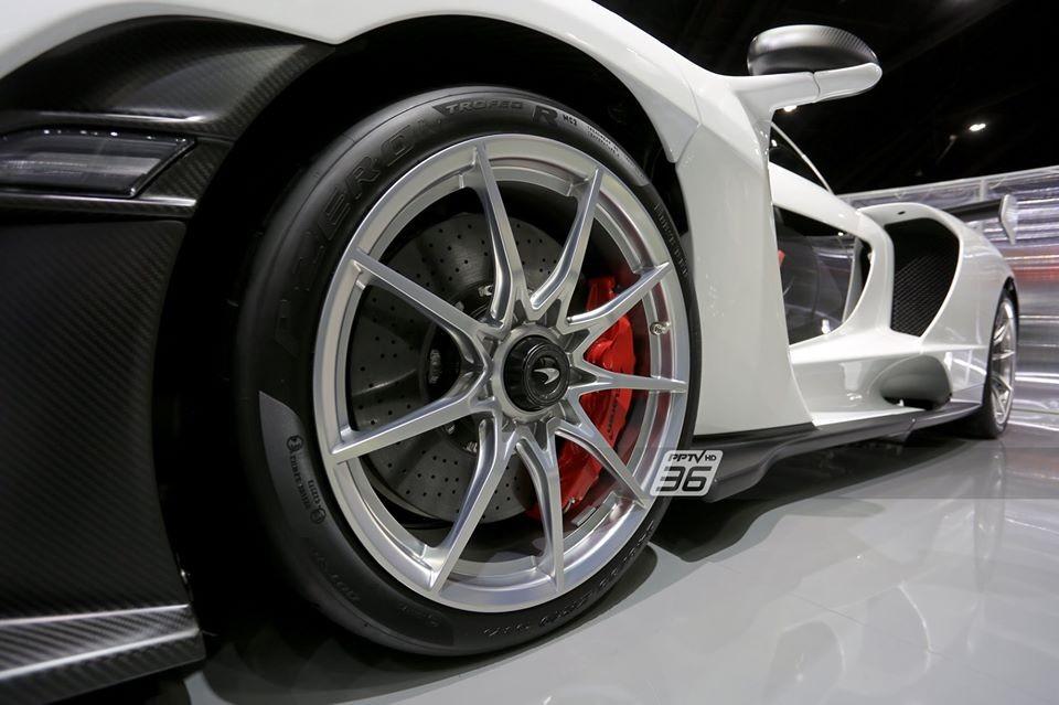 Một chiếc siêu xe McLaren Senna có giá xuất xưởng khoảng 22,3 tỷ đồng