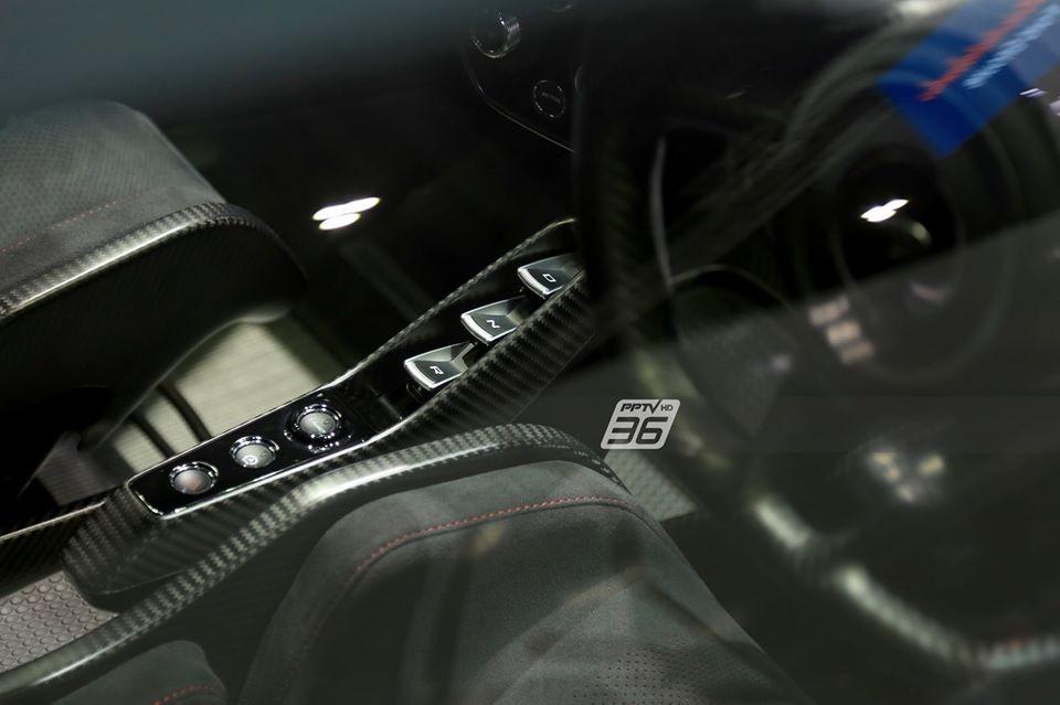 McLaren Senna sử dụng khối động cơ xăng V8, tăng áp kép, dung tích 4.0 lít lấy từ McLaren 720S