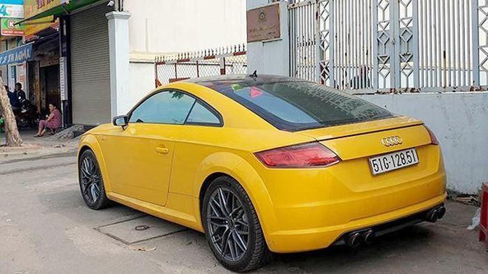 Ngoài Mercedes-Benz S-Class, Phúc XO còn hay sử dụng một chiếc Audi TT mang màu vàng.