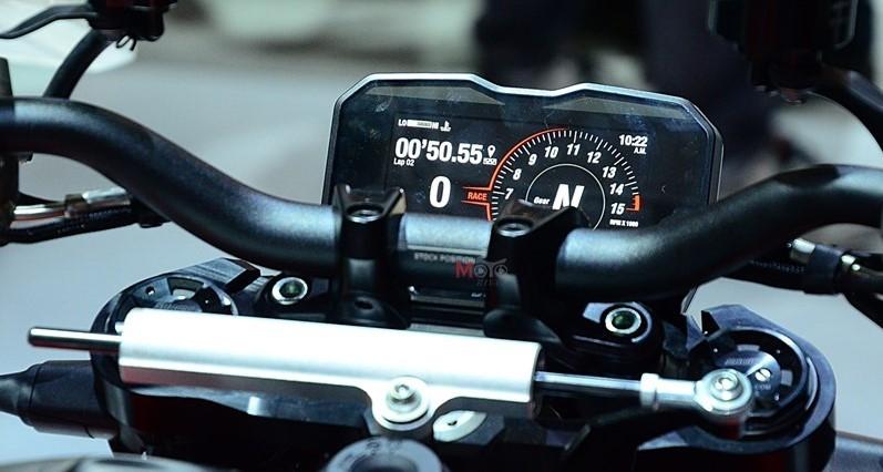 Đồng hồ TFT trên chiếc Streetfighter V4