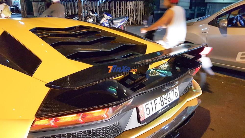 Với chất liệu từ Titanium, ống xả độ Ryft Titanium Race sẽ giúp cho siêu xe Lamborghini Aventador S LP740-4 độc nhất Việt Nam giảm cân khoảng 12 kg so với khi xe lắp ống xả nguyên bản.