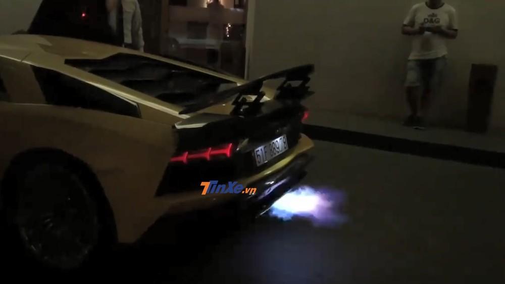 Lamborghini Aventador S LP740-4 có thêm trợ thủ đắc lực khi được chủ lắp ống xả độ Ryft Titanium Race