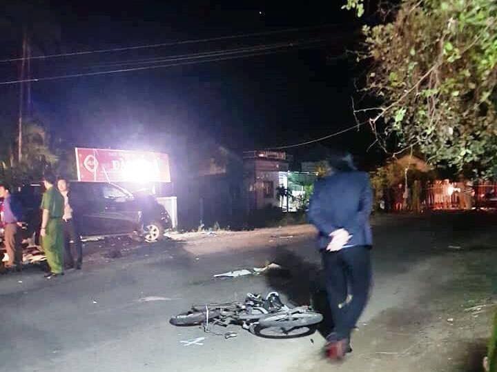 Hiện trường vụ tai nạn liên hoàn nghiêm trọng tại Phú Yên