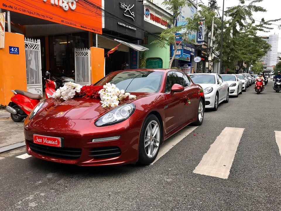 Một đám cưới khác có dàn xe sang khủng không kém