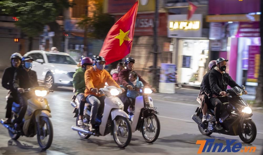 Mặc dù đội tuyển Việt Nam chiến thắng đội tuyển Indonesia nhưng có khá ít cổ động viên xuống đường để ăn mừng chiến thắng.