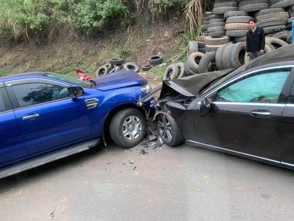 Thiệt hại của chiếc xe sang Mercedes-Benz S500 và xe bán tải Ford Ranger