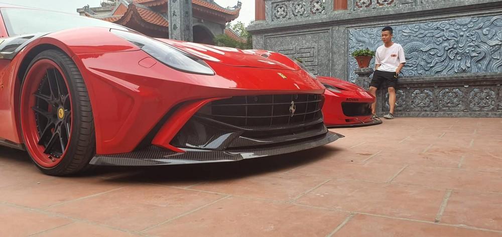Màu gốc của siêu xe Ferrari F12 Berlinetta độ Duke Dynamics là đỏ sẫm được sơn lại thành đỏ tươi