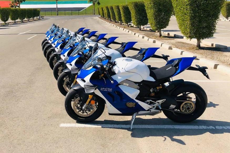 Dàn 8 chiếc Ducati Panigale V4 R của cảnh sát Abu Dhabi