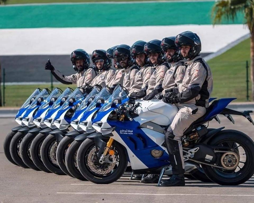 Dàn xe tuần tra Ducati Panigale V4 R của cảnh sát Abu Dhabi