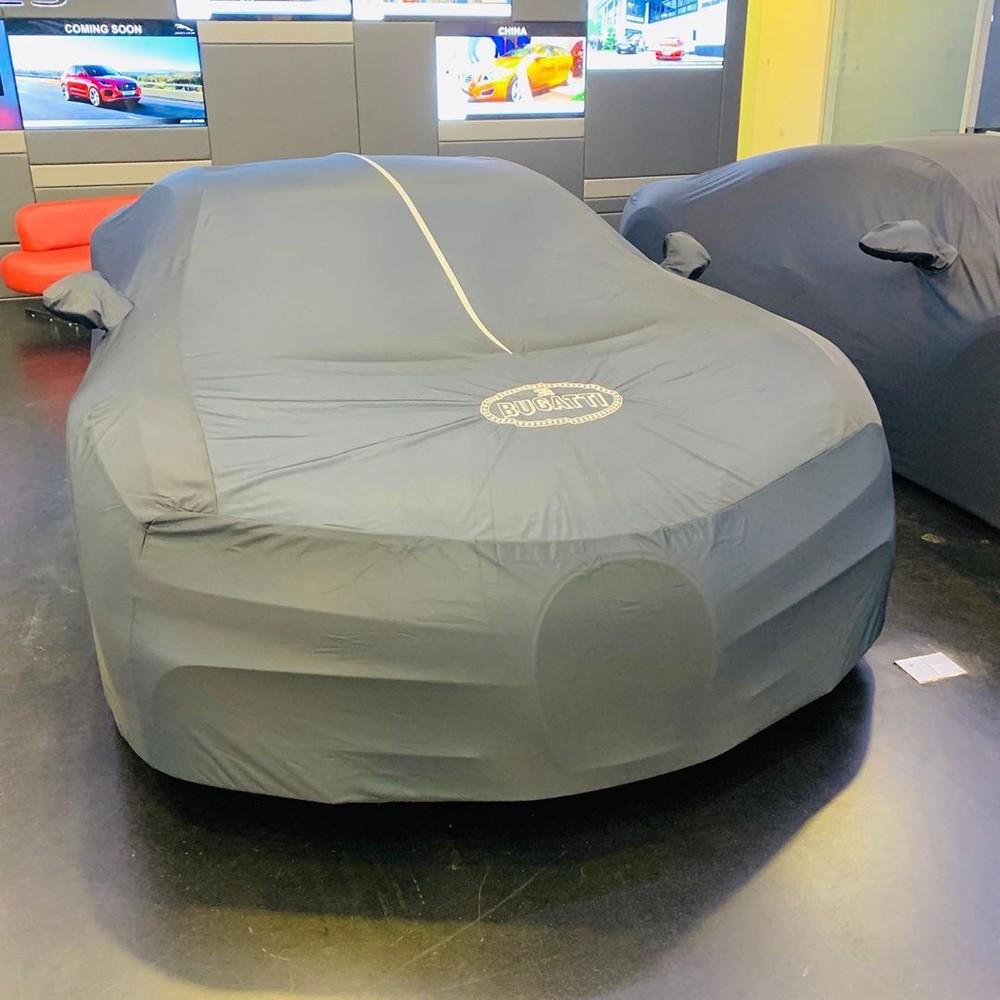 Nhưng tâm điểm của mọi chú ý lại là 3 chiếc Bugatti Chiron trùm bạt