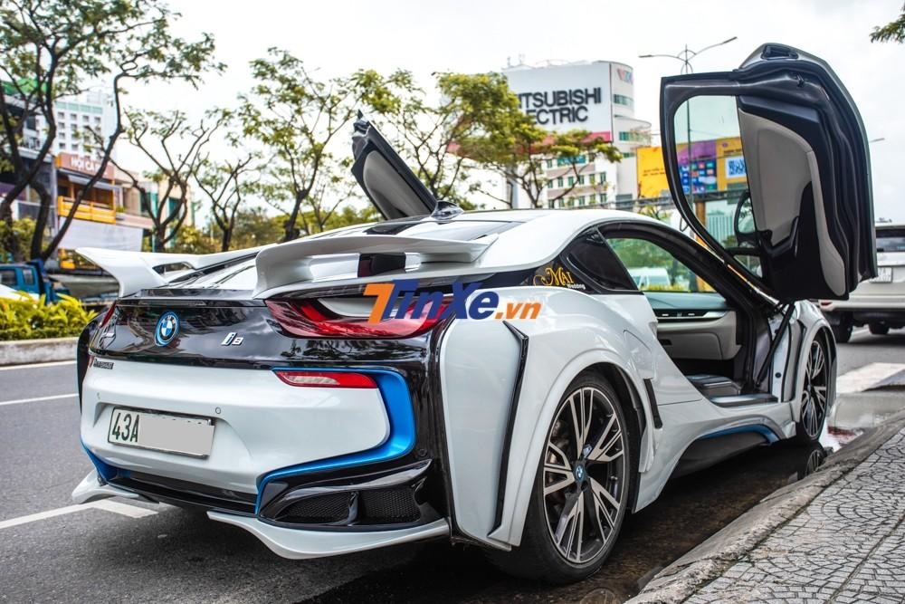 Chiếc BMW i8 này không có nâng cấp động cơ nhưng trang bị ống xả độ của Fi