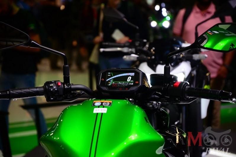 Kawasaki Z900 2020 trang bị đồng hồ là màn hình màu TFT