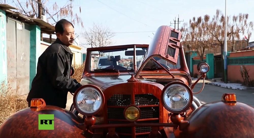 Chiếc xe cổ bằng gỗ có thể hoạt động hoàn chỉnh và có đầy đủ trang bị cơ bản của một chiếc xe hiện đại
