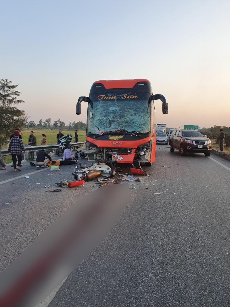 Hiện trường vụ tai nạn khiến 1 phụ nữ chết thảm trên cao tốc Hà Nội - Bắc Giang