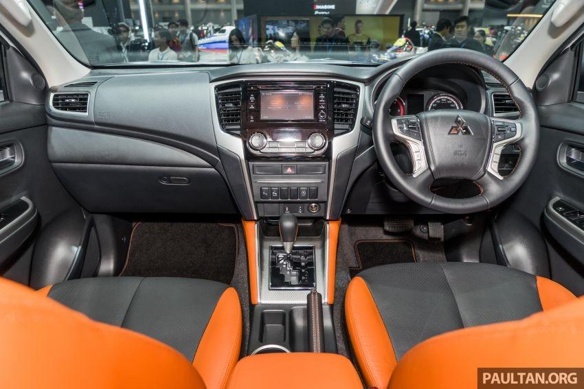 Nội thất phối 2 màu đen - cam của Mitsubishi Triton Athlete 2019