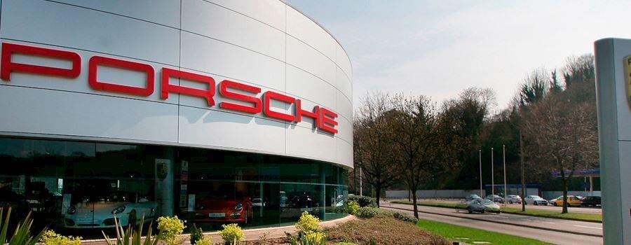 Chiếc siêu xe Porsche 911 GT2 RS gặp nạn là của đại lý Porsche Centre Cardiff