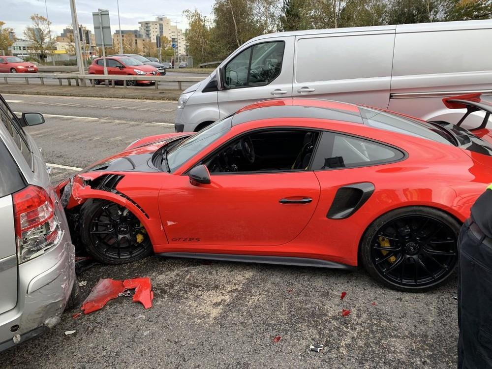 Khách hàng gây tai nạn cho siêu xe Porsche 911 GT2 RS lái thử của đại lý