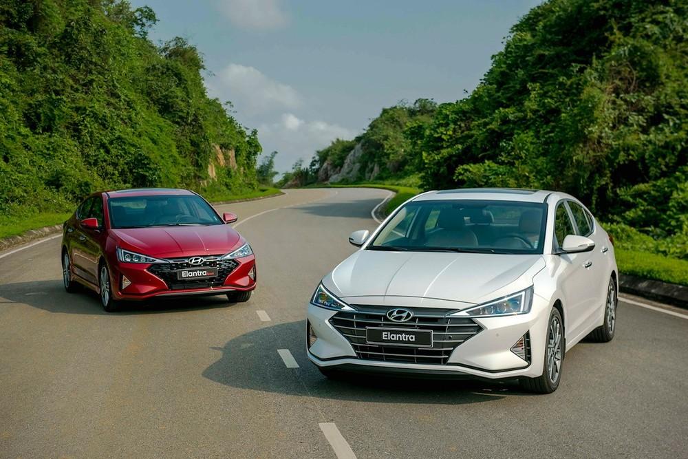 Hyundai Elantra 2019 có giá niêm yết từ 580 – 769 triệu đồng cho 4 phiên bản