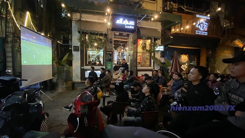 Các cổ động viên đã tập trung lại cùng nhau để theo dõi trận đấu giữa U22 Việt Nam và U22 Indonesia.
