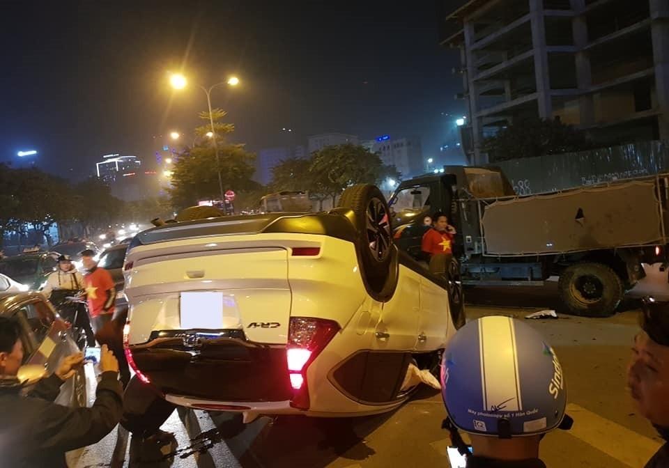 Vụ tai nạn xảy ra khi chiếc Honda CR-V cùng chủ nhân xuống đường ăn mừng chức vô địch của U22 Việt Nam tại Sea Games 30