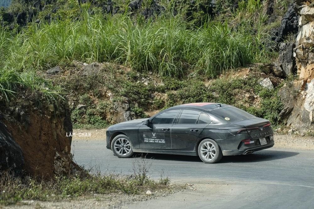 VinFast Lux A2.0 đem lại cảm giác lái khá thật nhưng vẫn còn kém một chút so với những mẫu xe của Đức