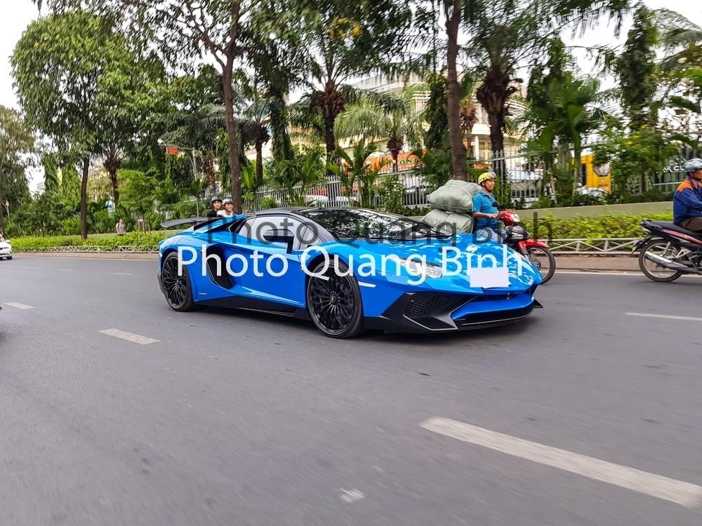 Đây là chiếc Lamborghini Aventador LP750-4 SV Roadster thứ 2 tại Việt Nam