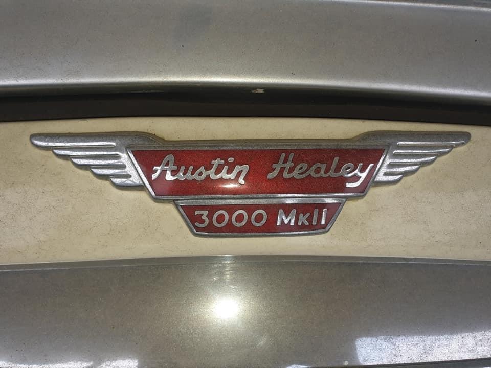 Chiếc xe này thuộc phiên bản Austin-Healey 3000 MK II