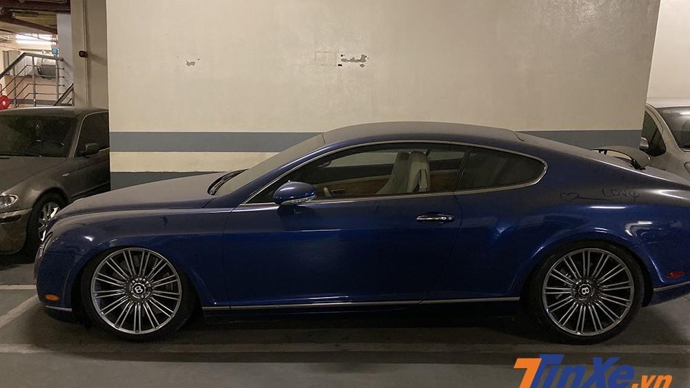 Chiếc Bentley Continental GT Speed màu xanh độc đáo bị bỏ quên dưới hầm gửi xe