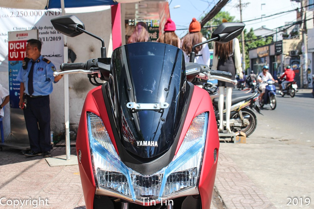 Yamaha Lexi is a scooter developed from NMax elder in Indonesia, the car has a unique design with a pair of big headlights with turn signals. On top of that there was a large windshield.