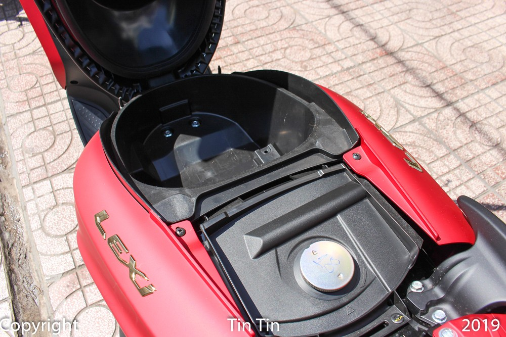The boot capacity of the Yamaha Lexi 125 is 12.8 liters, much smaller than that of rival Honda PCX 125 of 28 liters.