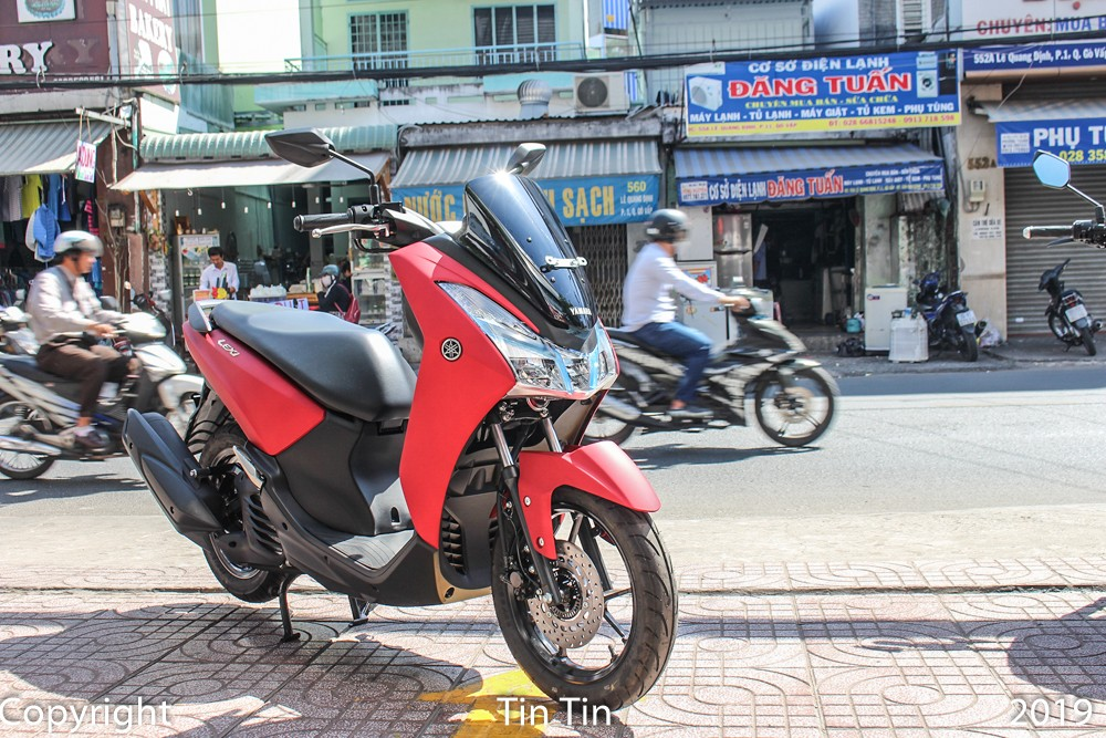 The design and engine of the Yamaha Lexi 125 will target the main rival is Honda PCX 125, but the price is about 7 million cheaper. The presence of Yamaha Lexi 125 at the end of the year promises to bring more diverse choices for Vietnamese customers.