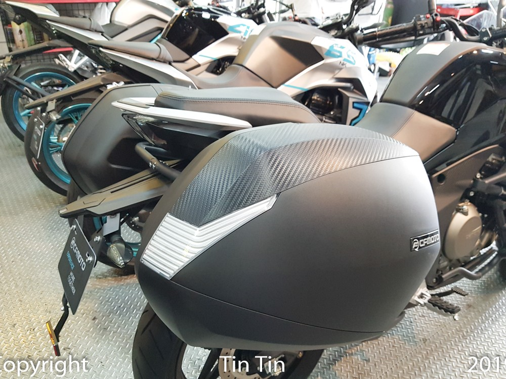 CFMoto 650MT cars when sold in Vietnam will have two additional storage boxes mounted on the back