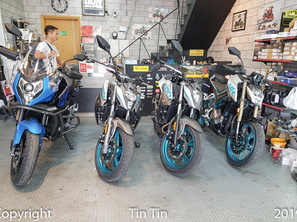 Currently, there are 4 CFMoto cars brought to Vietnam including models such as CFMoto 250NK, CFMoto 400NK and CFMoto 650NK are naked bike models and CFMoto 650MT belongs to Adventure series.