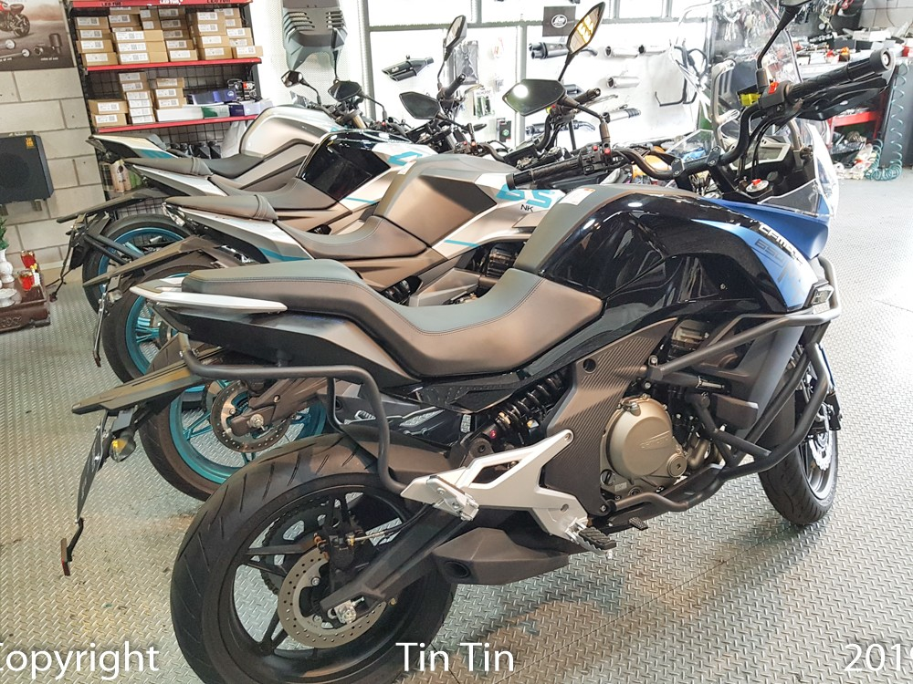 According to Saigon Maxspeed, this unit has just passed through 4 models of CFMoto to display for Vietnamese customers to see and test.