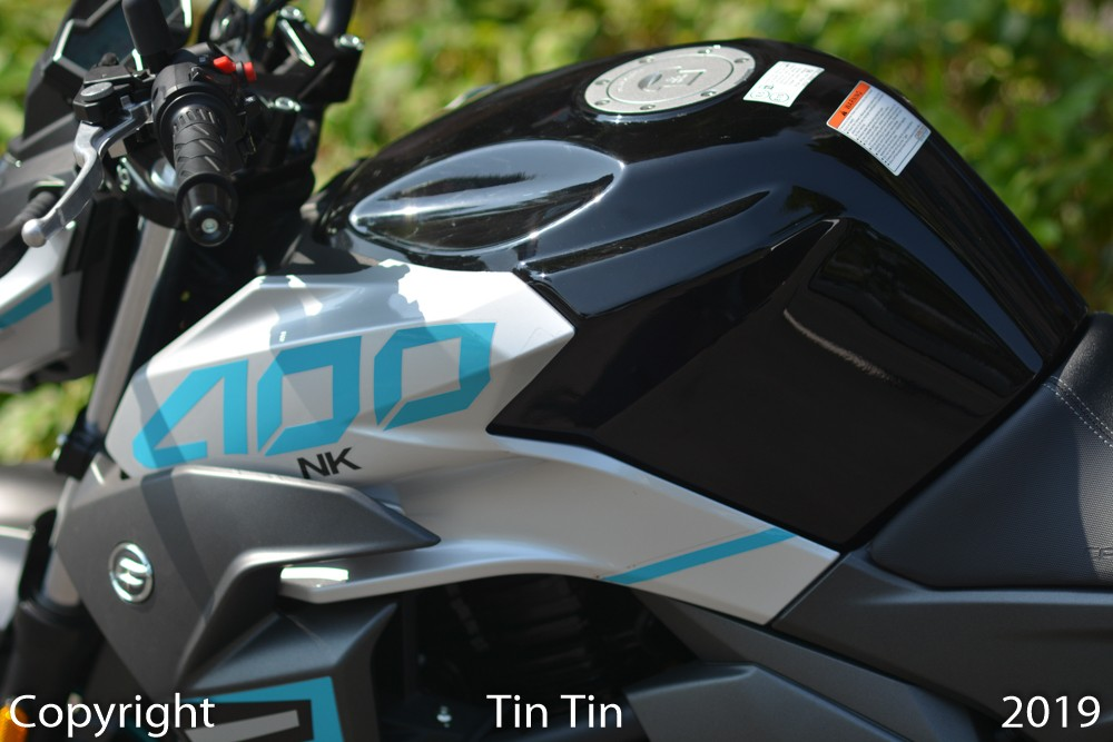 CFMoto 400NK has a fuel tank capacity of up to 17 liters. Vehicle weight is 206 kg.