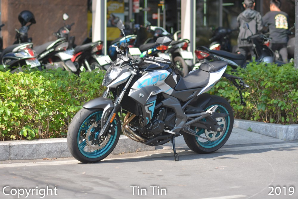 The Chinese naked bike model will compete directly with the Kawasaki Z400. It is known that the price of CFMoto 400NK car starts in Vietnam is 135 million VND. This price is only 14 million more expensive than the Kawasaki Z400. But the opponent of the CFMoto 400NK has the brand and becomes the first choice when young people want to buy a 400 cc naked bike.