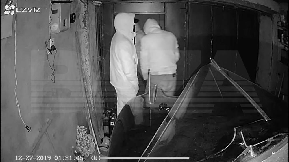 6 tên trộm đột nhập vào gara và ăn trộm chiếc ZIS-115