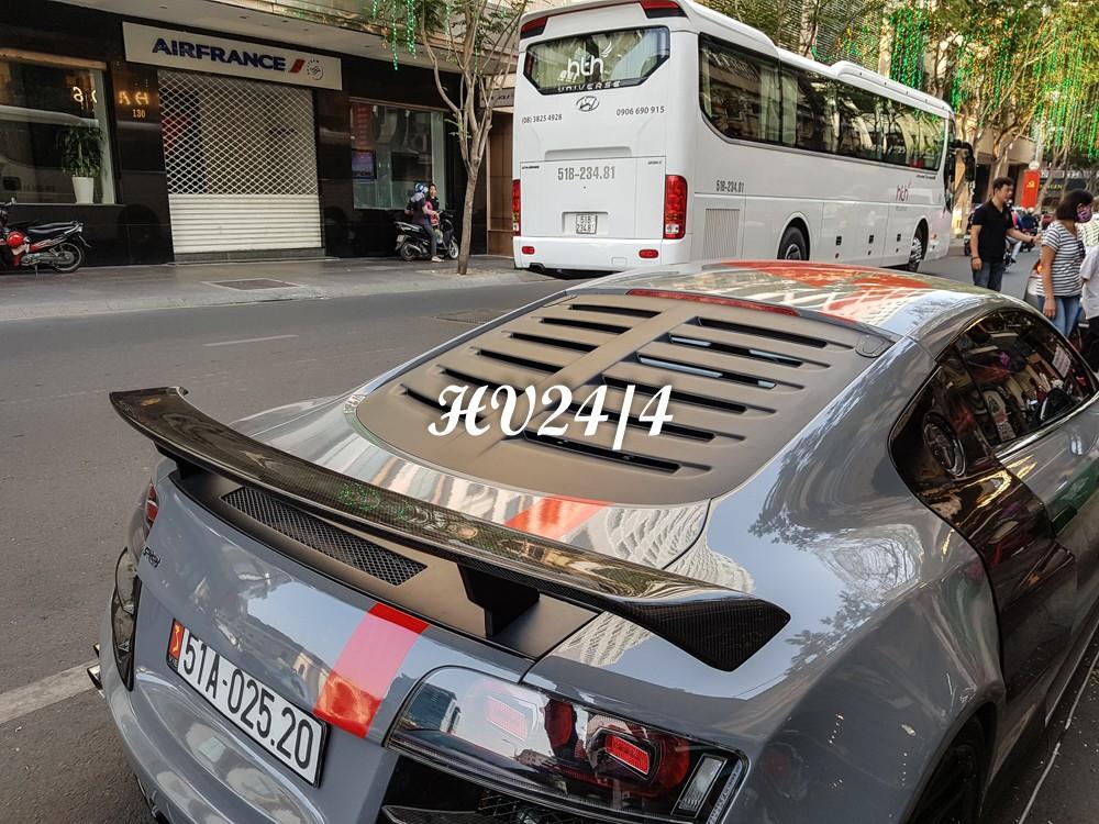 Và vòng xuống đuôi siêu xe Audi R8 độ body kit thân rộng Prior Design để tạo điểm nhấn.