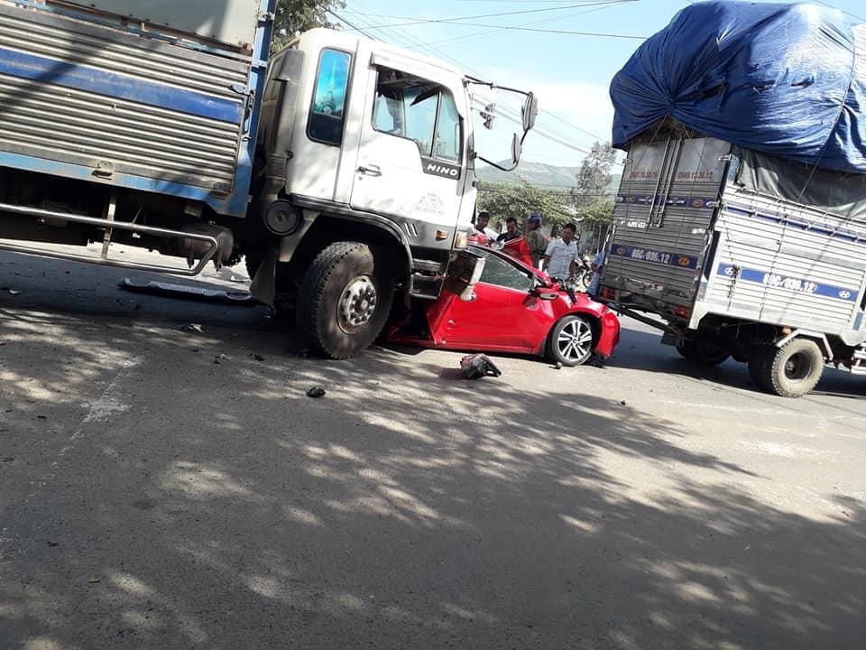 Hiện trường vụ tai nạn liên hoàn tại Bình Thuận