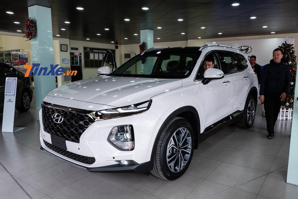 Hyundai Santa Feít khi được khuyến mãi do có sức bán khá tốt, thường xuyên nằm trong tình trạng khan hàng