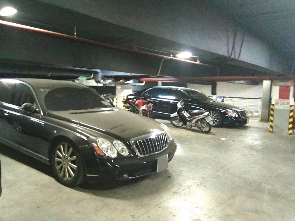 Bộ đôi xe siêu sang Maybach 62S triệu đô la phủ bụi ở hầm đỗ xe