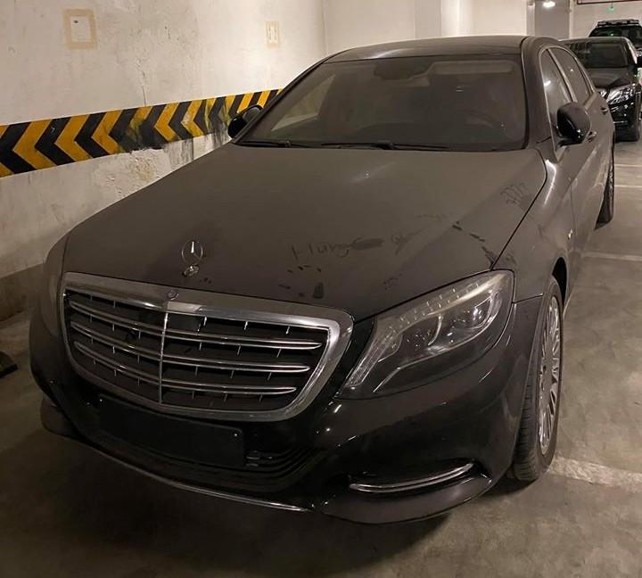 Mercedes-Maybach S600 hơn 12 tỷ đồng làm bạn với bụi tại hầm đỗ xe ở Hà Nội