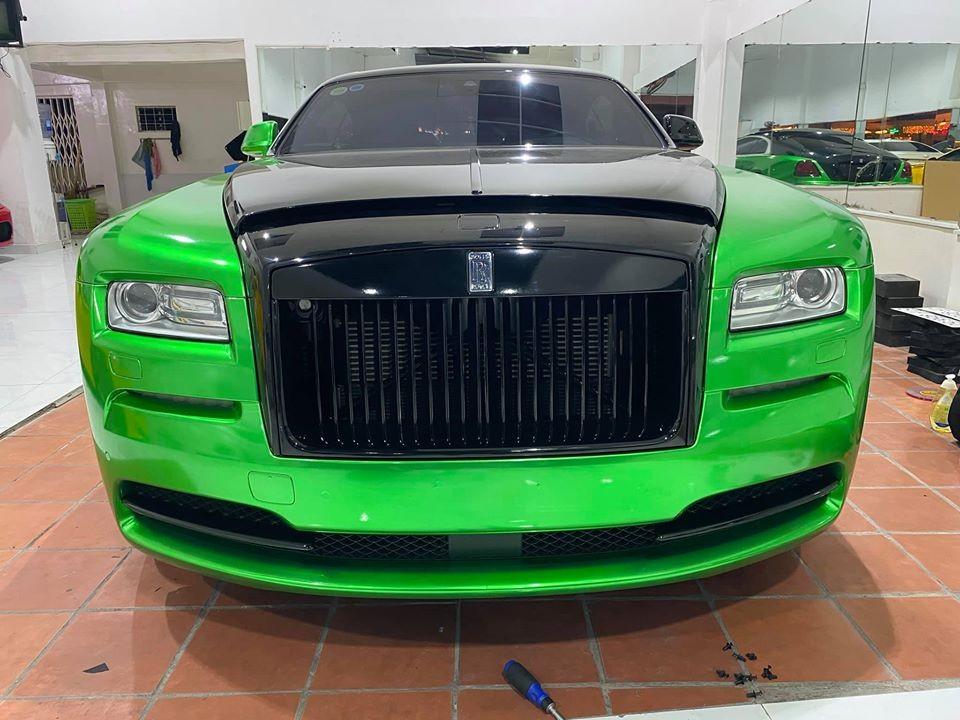 Hiện chiếc Rolls-Royce Wraith của người yêu xe Bạc Liêu mang màu xanh lá đậm và đen