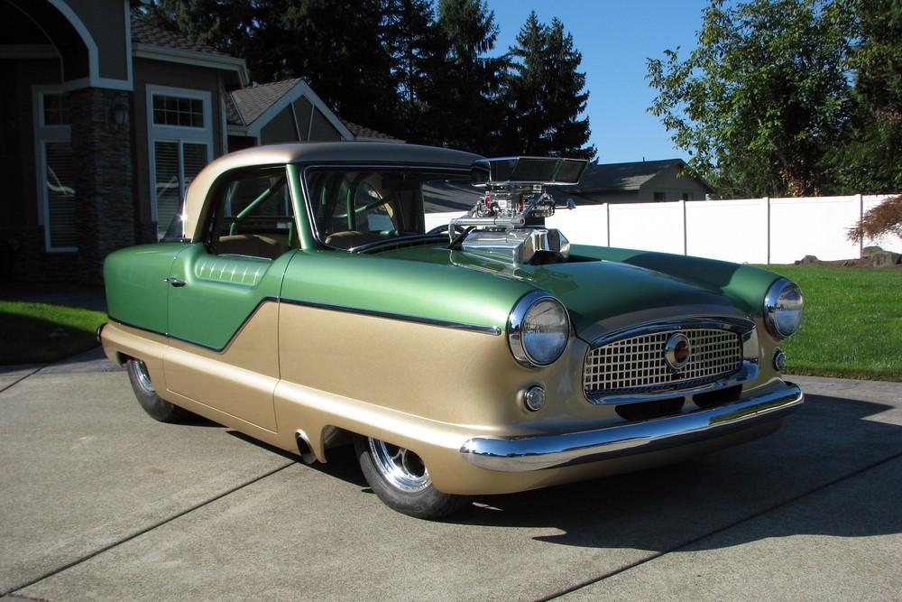 Phía trước của chiếc Nash Metropolitan 1961 độ động cơ dung tích 8.8 lít